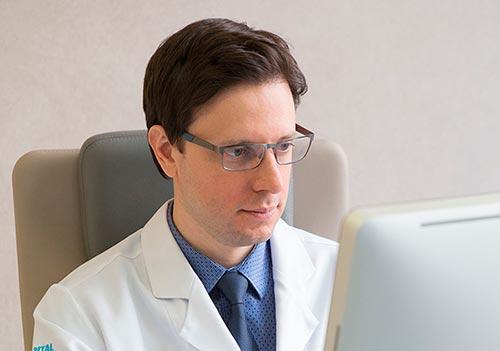 Dr. Gustavo Zampar